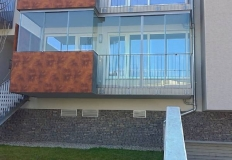 Referencie bezrám zasklenie balkóna
