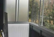 Balkón zasklenie bez stĺpa.