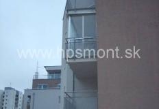 Zasklievanie balkóna alebo lodžie je v podstate rozšírenie úžitkovej plochy bytu, keďže samotný balkón bude doplnený o steny a tým sa aj zvýšia možnosti jeho využitia.