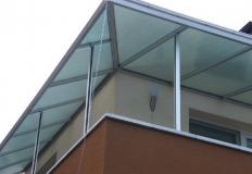 Striešky, prístrešky a prestrešenia môžu mať tvar poloblúka alebo rovný, čo závisí jednak od požiadaviek zákazníka, jednak od dispozičného riešenia vchodu, balkóna či terasy.
