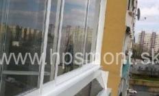 Zasklievanie balkóna alebo lodžie je v podstate rozšírenie úžitkovej plochy bytu, keďže samotný balkón bude doplnený o steny a tým sa aj zvýšia možnosti jeho využitia. Systém je založený na ľahkých hliníkových konštrukciách, ktoré sa pokladajú na zábradlie balkóna. Vďaka ich nízkej hmotnosti nie je narušená tak statika zábradlia, ako aj balkóna a zasklenie tak nenarúša akúkoľvek harmóniu.